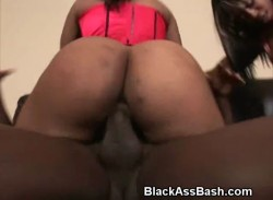 Black Ghetto Booties Bounce On Cock In Threesome